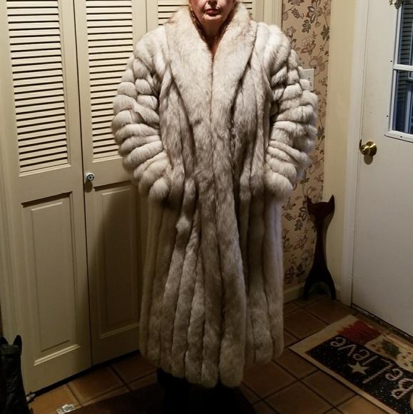 42267892f5 VINTAGE Silver Fox fur coat. M_5aa9e5719d20f00fc662c276.  M_5aa9e58f331627eb6f36e534. M_5aca92e03a112e58e3217960.  M_5aca92e92ae12f3fbdb32f27